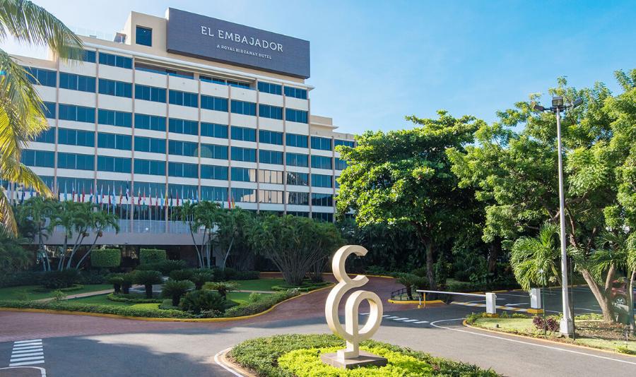 13 отелей продолжают обслуживать туристов в Доминикане